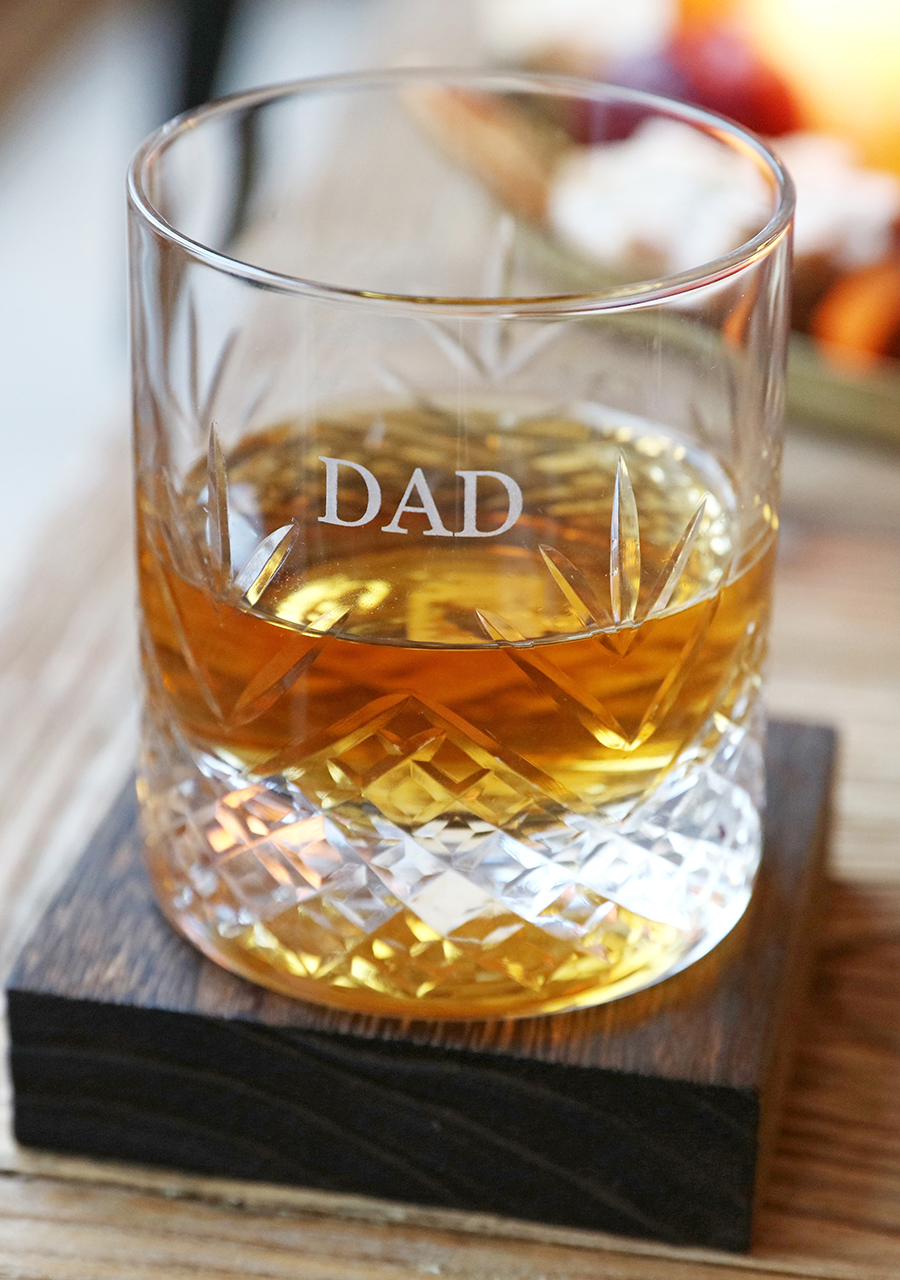 Lisa-Angel-Personalised-Vintage-Style-Etched-Whisky-Tumbler-with-Wooden-Base